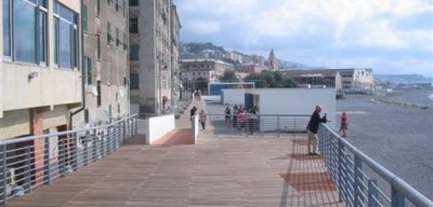 """Voltri, la nuova passeggiata progettata dai giovani architetti. I cittadini: """"Farla sopra il livello del mare"""""""