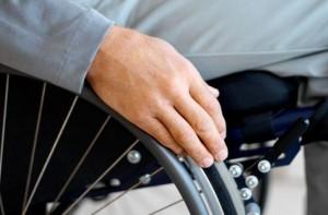 Disabile sulla sedia a rotelle