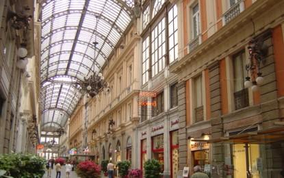 Aperitivi e dj set per la movida genovese a Galleria Mazzini