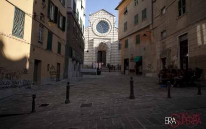 Abiti antichi, arazzi e fiori di carta: una mostra a Sant'Agostino