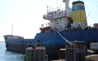 """Navi abbandonate in porto: la """"Sentinel"""" non si può vendere"""