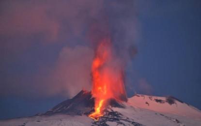 Etna, la spettacolare eruzione e le antiche leggende