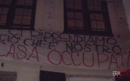 Via dei Giustiniani, casa occupata: lo sgombero della polizia