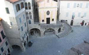 La piazza di Apricale