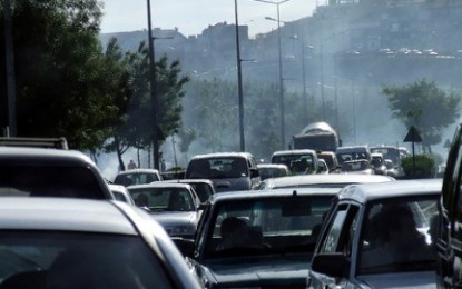 Smog e traffico, la colpa dell'inquinamento è delle grosse cilindrate non delle vecchie auto