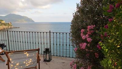 Oltre il giardino: la terrazza sul mare