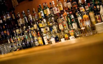 Movida, arrivano le ordinanze anti-alcol per Centro storico e Sampierdarena. Minimarket chiusi alle 21