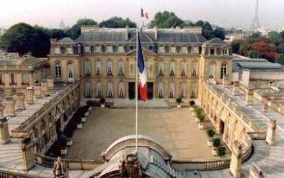 Francia: il presidente Hollande taglia del 30% gli stipendi dei politici