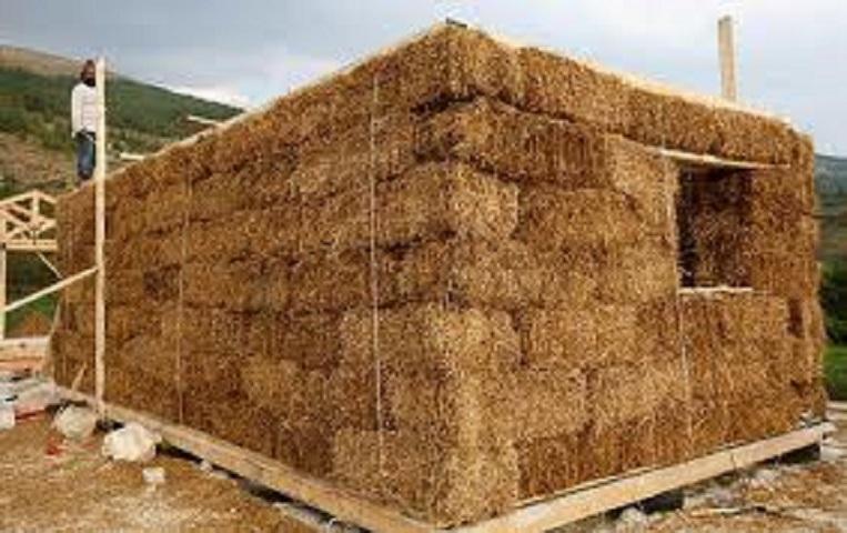Casa ecologica un 39 abitazione di paglia sulle alture di voltri for Piani di casa di balle di paglia