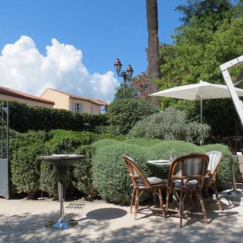 Costa azzurra la mano di peter wirtz nel giardino - Giardino mediterraneo ...
