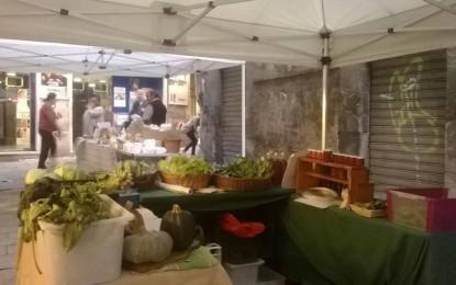 """Piazzetta Tavarone: il mercatino biologico """"Pensa alla salute!"""""""