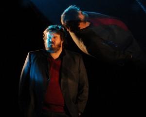 Giuseppe Battiston in scena con 'L'invenzione della solitudine' di Paul Auster