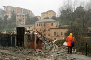 demolizione-palazzo-pontedecimo-via-pieve-di-cadore-terzo-valico