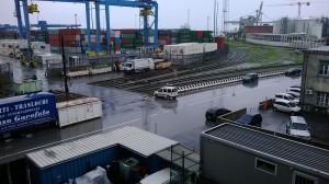 porto-ferrovia-binari-container