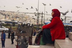 istanbul-chador-rosso-donna