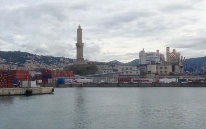 Inquinamento, il porto di Genova dieci volte più dannoso di auto e moto