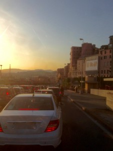 Traffico al tramonto in corso Aurelio Saffi
