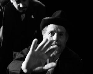 """Gabriele Lavia a Genova con """"L'uomo dal fiore in bocca"""" di Pirandello"""