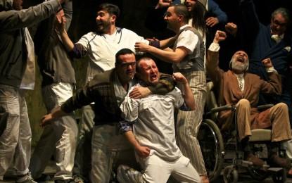 """Teatro in carcere, il palco per """"evadere"""" almeno con la mente. Le storie di Marassi e Pontedecimo"""