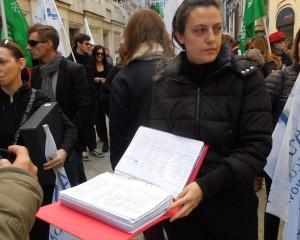 """Ordinanza anti movida, la marcia degli esercenti sotto Tursi trova una """"apertura"""" del sindaco"""
