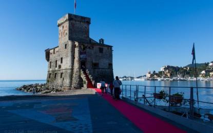 Liguria, l'Italia si aggiudica il record del Red Carpet più lungo del mondo. La passerella tra Rapallo, Santa Margherita, Paraggi e Portofino
