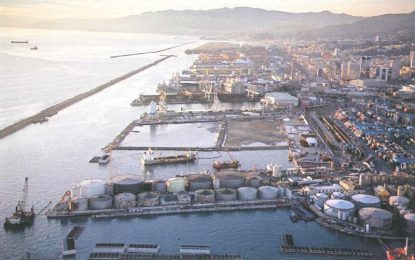 Fuochi d'artificio per la Msc Seaview, ma per Genova c'è poco da festeggiare
