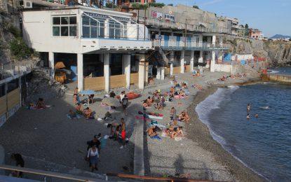 Spiagge liberate: tra mareggiate, sequestri e un castello di sabbia che sta per crollare
