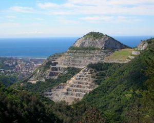 Si torna a scavare sul Monte Gazzo: altri 3 milioni di metri cubi di calcare per le grandi opere