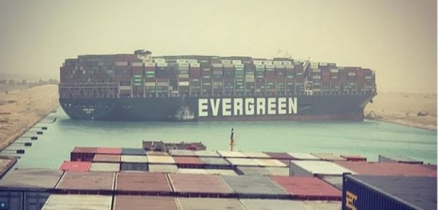 Potenza e fragilità della globalizzazione: ciò che svela il blocco di Suez